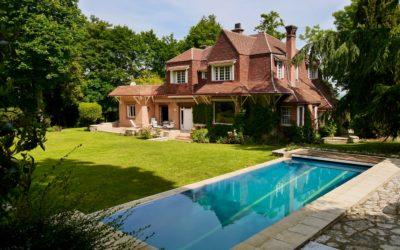 Propriété de charme avec 4 chambres piscine et maison de gardiens Louveciennes